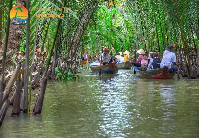 Đi xuồng chèo tham quan kênh rạch - Du lịch Tiền Giang