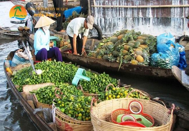 Chợ nổi Cái Bè - Địa điểm du lịch Tiền Giang hấp dẫn
