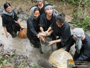 Tour tát mương bắt cá ở Tiền Giang
