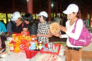 Tham quan và mua quà lưu niệm - Du lịch Bến Tre Tiền Giang