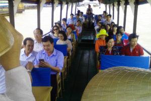 Du thuyền ngắm cảnh tứ linh - Du lịch Bến Tre Tiền Giang