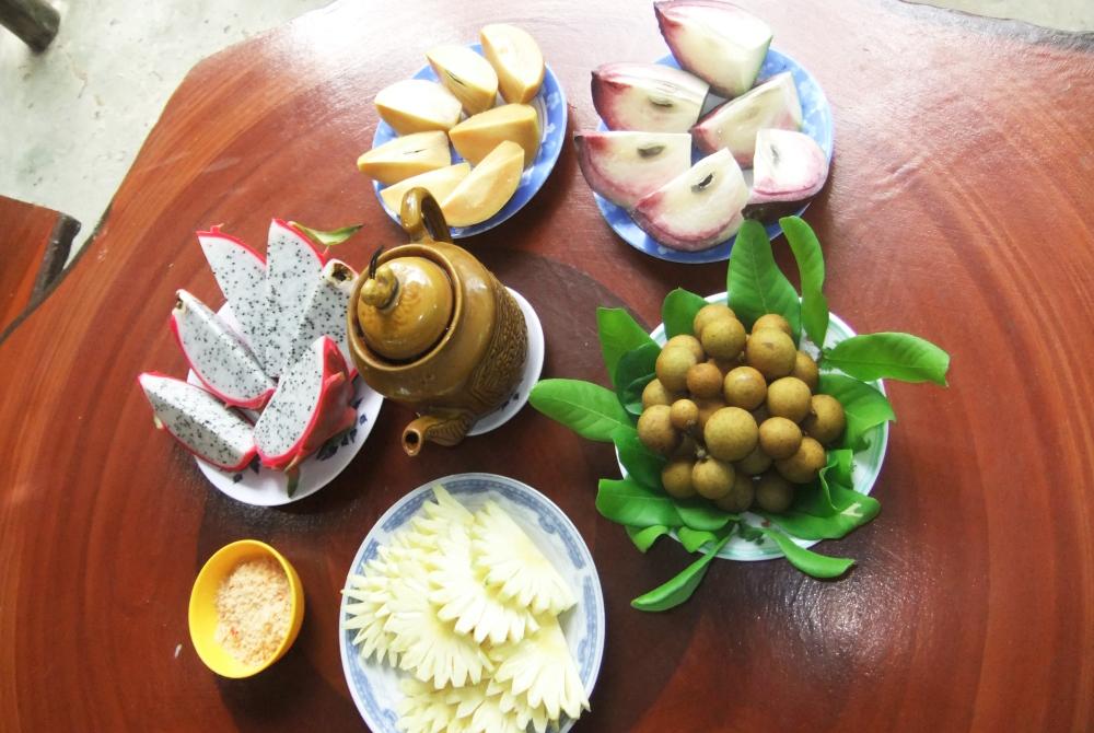 Thưởng thức trái cây - Du lịch Bến Tre Tiền Giang