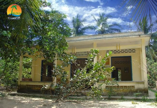 Di tích ngôi nhà ông Nguyễn Văn Trác - Du lịch Bến Tre