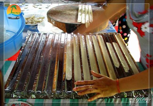 Làng nghề làm kẹo dừa - Du lịch Bến Tre