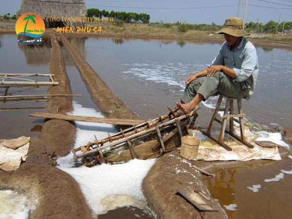 Làng nghề làm muối ở Bảo Thạnh - Du lịch Bến Tre Tiền Giang
