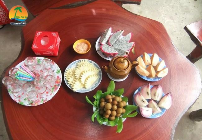 Thưởng thức trái cây đặc sản - Du lịch Tiền Giang