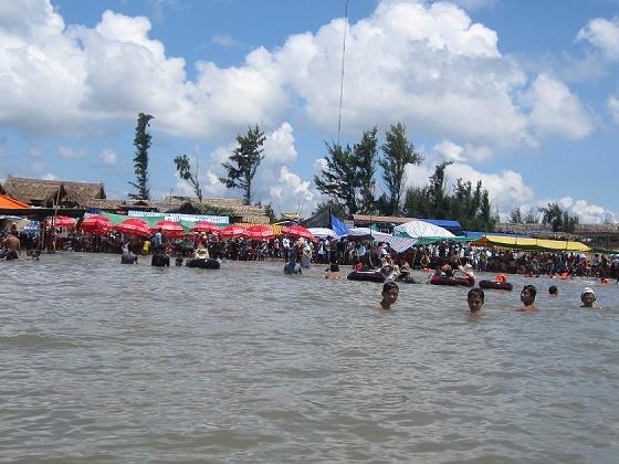 Bãi biển Cồn Bửng Thạnh Phú