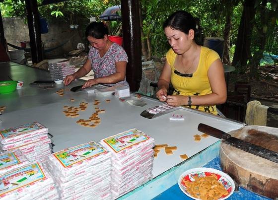 Lò kẹo dừa đặc sản - Điểm đến du lịch Bến Tre