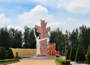 Tượng đài Đồng Khởi - Bến Tre