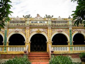 Lăng Hoàng Gia là nơi thờ tự và lăng mộ của Phạm Đăng Hưng