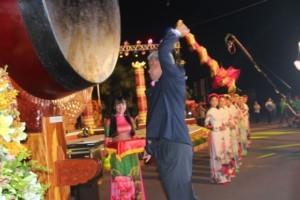 Đánh trống khai mạc Tuần lễ Văn hóa - Du lịch Đồng Tháp