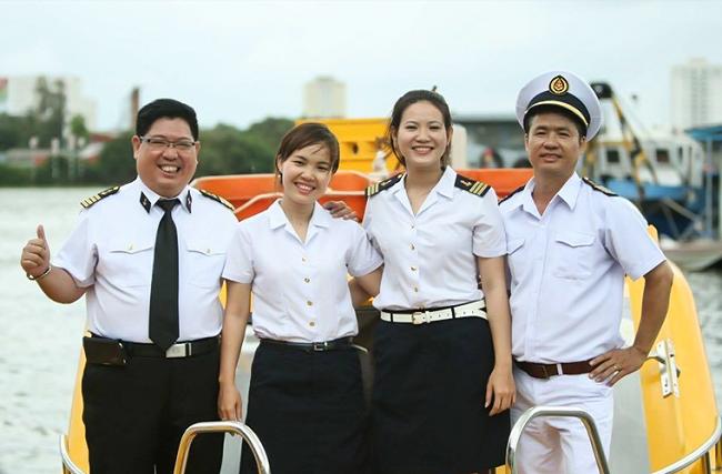 Đội ngũ nhân viên tàu cao tốc bến tre vũng tàu