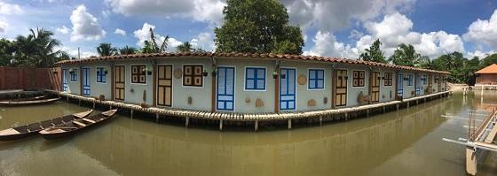 Hồ cá trong khuôn viên của Điền lan thôn Trang 1
